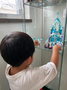 legoで遊ぶ息子